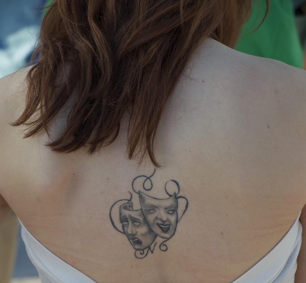 Tattoo Woman Mask: L'origine Et Le Sens D'un Tatouage Sur Le Dos